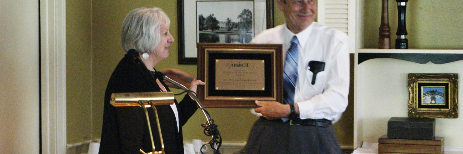 Rutgers dean Claire McInerney presents the Distinguished Lectureship award to Michael Buckland