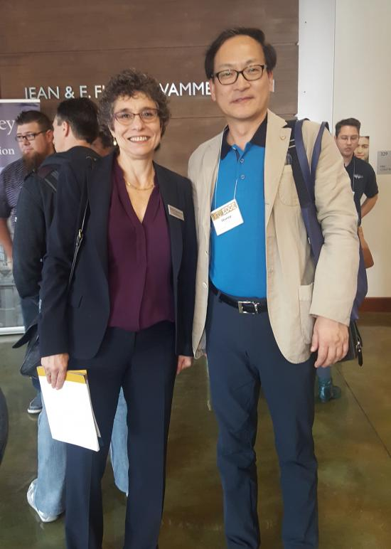 Huney Kong (MIMS '00) with dean Anno Saxenian at the 2016 DataEDGE conference